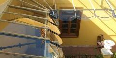 Viseras de vidrio tipo toldo para Hotel La Casa del Poeta en el casco antiguo de Sevilla