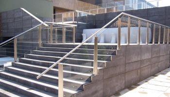 Barandilla exterior de vidrio en escalera Hotel Meliã Los Lebreros